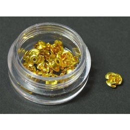 Decori per unghie in metallo a forma di rosellina. Colore oro.